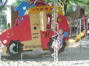 12 Camping SaSavio Spielplatz 500x375 300x225 - Familien-Urlaub