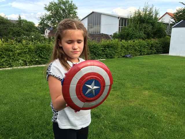 Produkttest: Avengers Captain America Blaster Reveal Schild