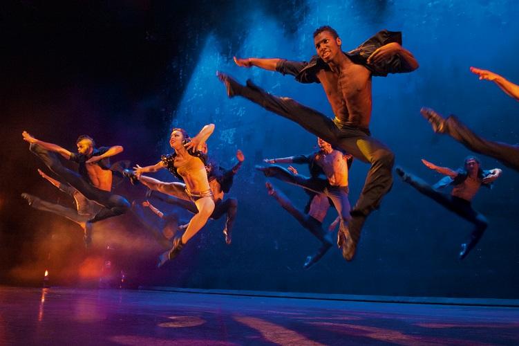 die umjubelte Tanzshow Ballet Revolución ist erstmals in Bielefeld – und wir sind dabei :)