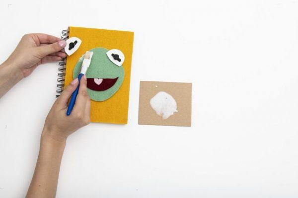 Bastelanleitung Kermit Notizbuch 7 600x399 - MUPPET BABIES Bastelanleitung Kermit Notizbuch