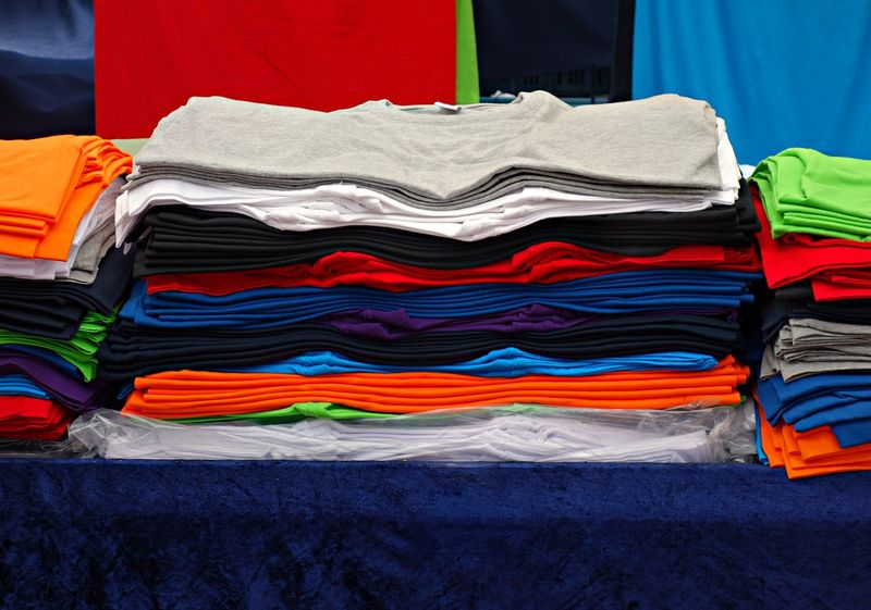 Ratgeber: Kauf, Individualisierung und Pflege von T-Shirts und Poloshirts