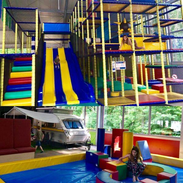 Camping Wedderbergen Indoor Spielplatz 600x600 - Familienurlaub: Camping Wedderbergen