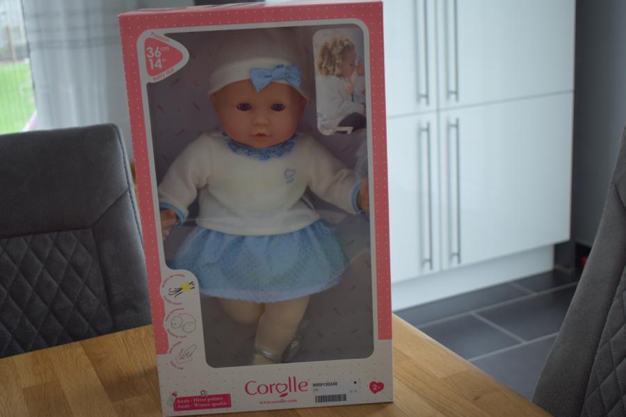 Puppe Anaïs Winterglanz von Corolle ist bei uns eingezogen