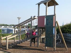 De Noordduinen Spielplatz 02 300x225 - Familien-Urlaub