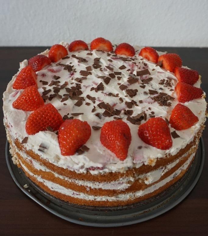 Rezept: Erdbeer-Yogurette-Torte