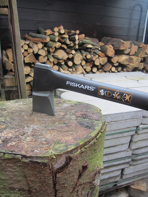 Produkttest: Fiskars Spaltaxt 1100 vom handwerker-versand