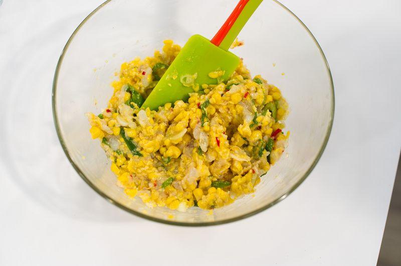 Garnelen Mais Küchlein 3 - Rezept: Garnelen-Mais-Küchlein