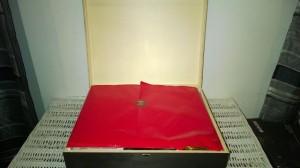 Lambertz Geschenktruhe im Test 3 300x168 - Die schönsten personalisierten Hochzeitsgeschenkideen