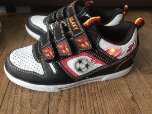 Leucht Sneakers von Deichmann 3 300x225 - Produkttest: Leucht-Sneakers von Deichmann