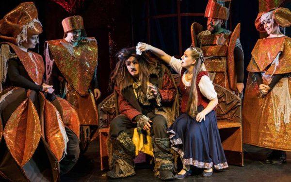 Musical Die Schöne und das Biest Theater Liberi 1 600x375 - Adventskalender Tür 11: Musical Die Schöne und das Biest und OmaMa-Shop