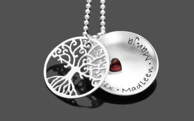 Namenskette mit Gravur Partnerschmuck personalisiert 1903 01MCaHOU1n7cI1Z 400x250 - Namensketten als schöne Geschenkidee für Mamas