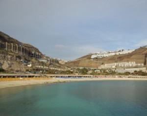 Playa de los Amadores 2 300x237 - Familien-Urlaub