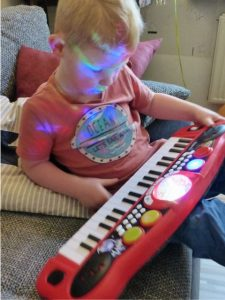 Simba My Music World Disco Keyboard 12 e1501096299346 225x300 - Produkttest: Simba My Music World Disco Keyboard