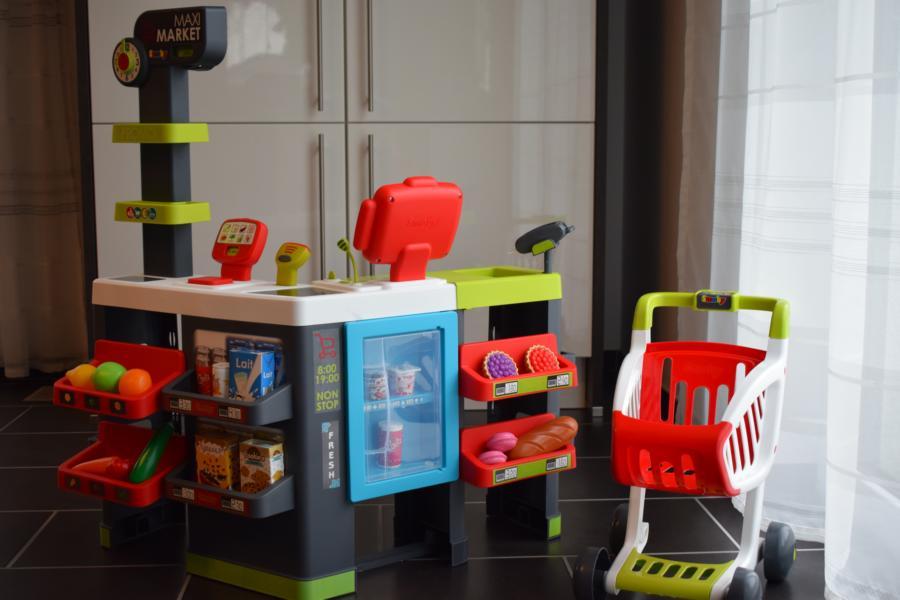 Smoby Maxi-Supermarkt mit Einkaufswagen im Test