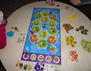 Spiel Catan Junior von Kosmos 8 e1541004527171 300x232 - Rezension: Spiel Catan Junior von Kosmos