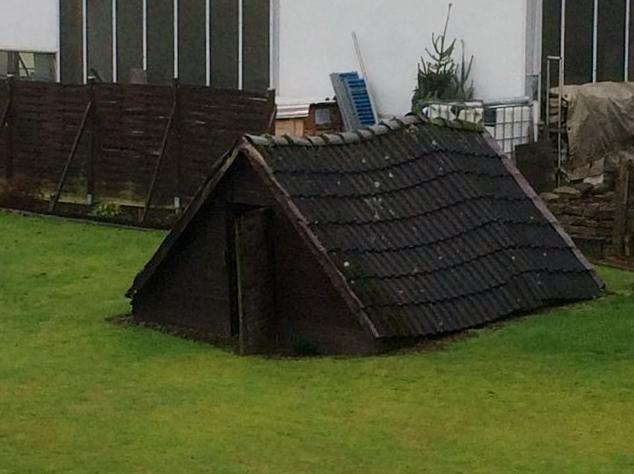 Spielhäuser für Kinder 02 - Neidbau - bauen zum Ärgern der Nachbarn