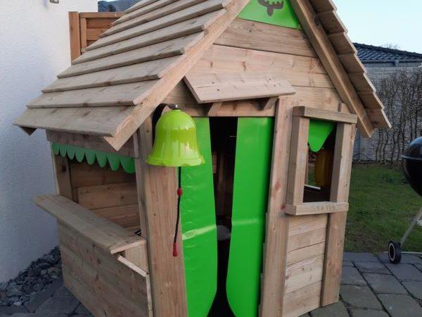 Holzspielhaus für Kinder von FATMOOSE