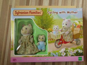 Sylvanian Families Fahrrad fahren mit Mutter 3 300x225 - Gewinnspiel: Sylvanian Families - Fahrrad fahren mit Mutter