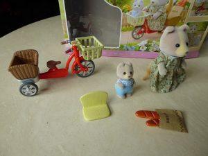 Sylvanian Families Fahrrad fahren mit Mutter 4 300x225 - Gewinnspiel: Sylvanian Families - Fahrrad fahren mit Mutter