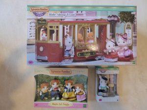 Sylvanian Families Town Straßenbahn Figuren 48 300x225 - Gewinnspiel: Sylvanian Families Town Straßenbahn + Figuren