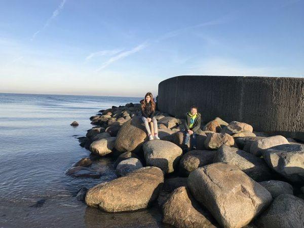 aja Travemünde das Resort Lage direkt am Travemünder Strand 7 600x450 - Familienurlaub im aja Travemünde Resort