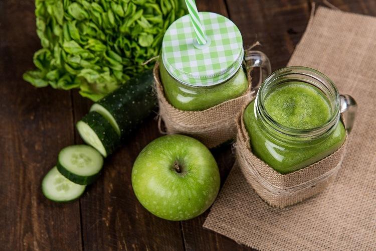 Eine tägliche Portion Obst und Gemüse mit grünen Smoothies