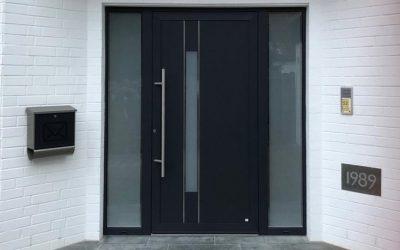 bei versperrter Haustür Schlüsseldienst rufen 400x250 - Was tun, wenn man sich ausgesperrt hat?