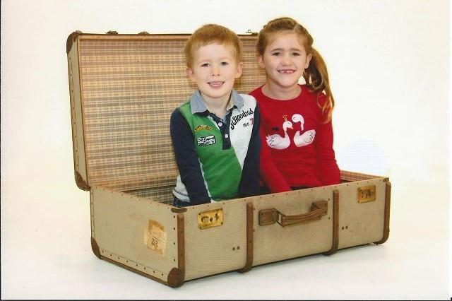 Kinder im Koffer