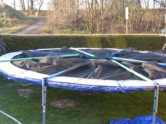trampolin von izzy sport mit gro en spr ngen ins neue jahr famil s die testfamilie. Black Bedroom Furniture Sets. Home Design Ideas