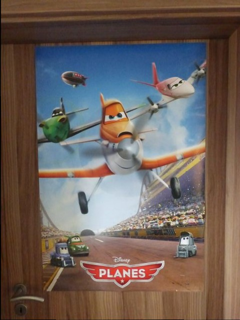 Das Planes Poster Ist Von Außen An Die Zimmertür Gekommen Und Für Das Cars  Poster ...