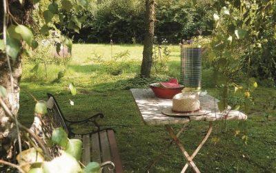 k stool leuchte im garten 400x250 - Pavillons im Antik-Look - ein Hingucker im Garten