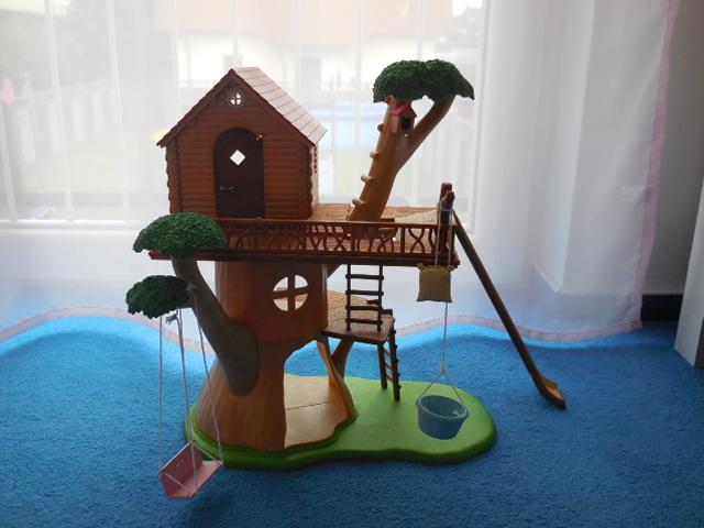 baumhaus hochbett und hundefamilie von sylvanian families. Black Bedroom Furniture Sets. Home Design Ideas