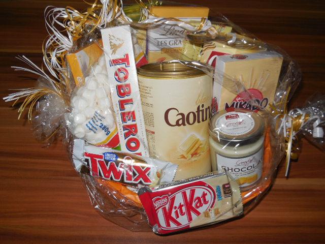 """Präsentkorb """"Weiße Leckereien"""" von World of Sweets"""